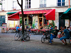 FRANCE PARIS 27JUL07 - Lively square with bars, brasseries and restaurants in Marais, central Paris.. . jre/Photo by Jiri Rezac. . © Jiri Rezac 2007. . Contact: +44 (0) 7050 110 417. Mobile:  +44 (0) 7801 337 683. Office:  +44 (0) 20 8968 9635. . Email:   jiri@jirirezac.com. Web:    www.jirirezac.com. . © All images Jiri Rezac 2007 - All rights reserved.