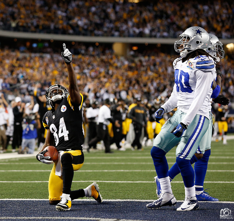 Pittsburgh Steelers wide receiver Antonio Brown (84) points the sky after scoring a touchdown against the Dallas Cowboys at Cowboys Stadium in Arlington, Texas, on December 16, 2012.  (Stan Olszewski/The Dallas Morning News)