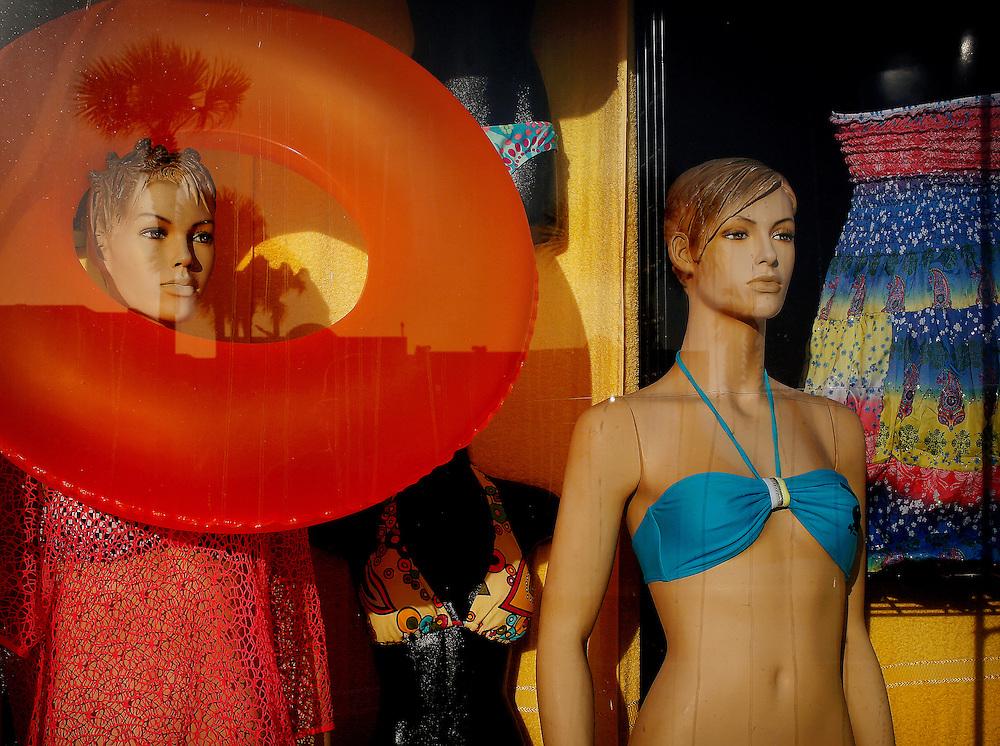 Souvenir shops and palm trees line A1A in Daytona Beach on April 23, 2013. (Jacob Langston/Orlando Sentinel)