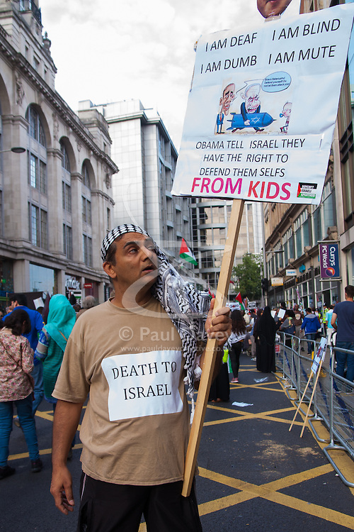 London, August 1st 2014. An angry protester expresses his hate for Israel as thousands of Palestinians and their supporters protest in London outside the Israeli Embassy following the collapse of the 72 hour ceasefire.