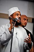 Frankfurt am Main | 20.04.2011..Am Mittwoch (20.04.2011) versammelten sich etwa 3000 ueberwiegend junge Musliminnen und Muslime zu einer Kundgebung mit Reden der radikalen Ismalisten Pierre Vogel (Abu Hamza) und Dr. Abu Bilal Philips auf dem Rossmarkt in Frankfurt am Main. Hier: Abu Bilal Philips haelt eine Rede...©peter-juelich.com..[No Model Release | No Property Release]1