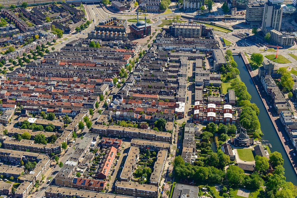 Nederland, Utrecht, Utrecht, 13-05-2019; Lombok met Leidsekade en Leidseweg, molen De Ster. Gebouwd als arbeiderswijk, nu  multiculturele wijk. Gezien naar Ulu Moskee (Grote moskee)  op het Moiskeeplein.<br /> Multicultural neighborhood, near Utrecht Central Station.<br /> <br /> luchtfoto (toeslag op standard tarieven);<br /> aerial photo (additional fee required);<br /> copyright foto/photo Siebe Swart