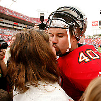 Tampa Bay Buccaneers' Mike Alstott, right, kisses his wife Nicole following the Buccaneers, 23-7, loss to the Seattle Seahawks during their NFL football game on Sunday, December 31, 2006 in Tampa, Fla.  (AP Photo/Scott Audette)<br />