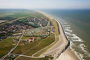 Nederland, Noord-Holland, Petten, 14-07-2008; Hondsbossche zeewering gezien naar het Zuiden, het begin heet officieel Pettemer zeewering; de dijk is aangelegd als zeewering nadat de oorsrponkelijke duinen weggeslagen waren; door erosie kalven de duinen langs de kust steeds verder af, de dijk steekt daardoor steeds meer uit in zee; storm, Noordzee, Hondsbosse, duin, dijklichaam, zand suppletie, zeespiegelstijging, zwakke schakel, kust, duin, strand, kustonderhoud, gevaar, bescherming, kustverdediging. .luchtfoto (toeslag); aerial photo (additional fee required); .foto Siebe Swart / photo Siebe Swart
