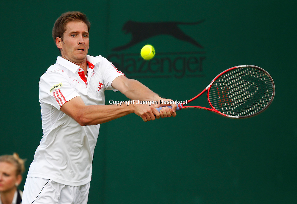 Wimbledon Championships 2012 AELTC,London,.ITF Grand Slam Tennis Tournament,.Florian Mayer (GER), Aktion,,Einzelbild,Halbkoerper,Querformat,