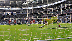04.06.2011, Wembley Stadium, London, ENG, UEFA EURO 2012, Qualifikation, England vs Switzerland, im Bild Frank Lampard of England?scores from the spot making it 1-2.England v Switzerland.Euro 2012 qualifying.Wembley Stadium. London. UK. 4/6/11. EXPA Pictures © 2011, PhotoCredit: EXPA/ IPS/ Sean Ryan +++++ ATTENTION - OUT OF ENGLAND/UK and FRANCE/FR +++++