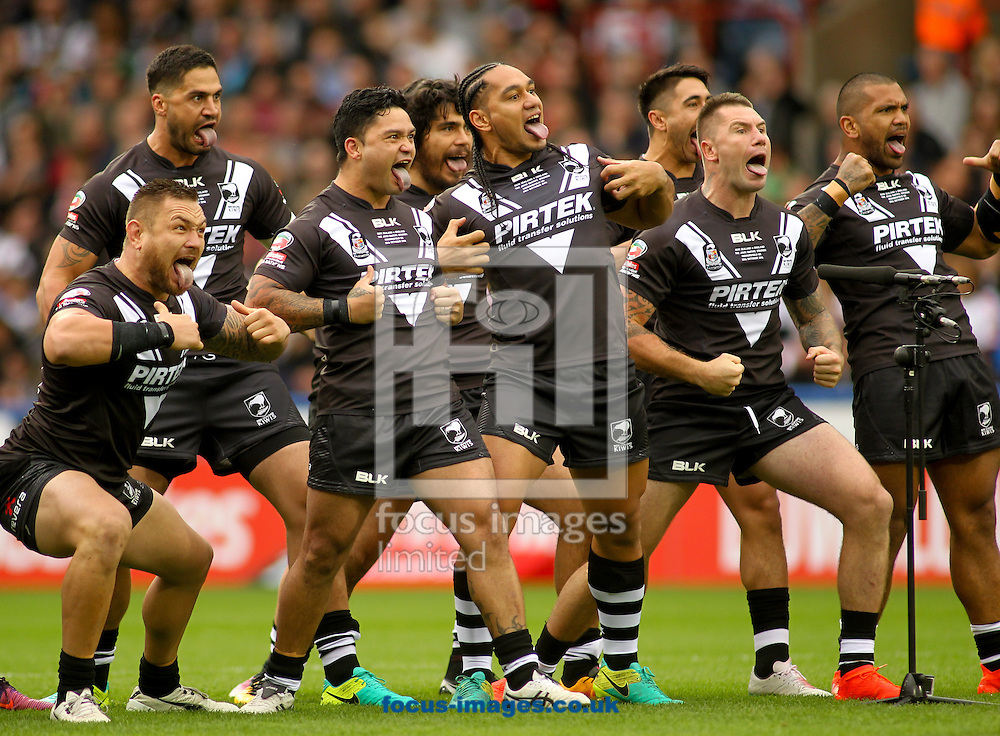 New Zealand perform the Haka ahead of the game vs England during the 2016 Ladbrokes Four Nations match at the John Smiths Stadium, Huddersfield<br /> Picture by Stephen Gaunt/Focus Images Ltd +447904 833202<br /> 29/10/2016