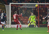 Aberdeen&rsquo;s Niall McGinn scores - Aberdeen v Dundee in the Ladbrokes Scottish Premiership at Pittodrie, Aberdeen - Photo: David Young, <br /> <br />  - &copy; David Young - www.davidyoungphoto.co.uk - email: davidyoungphoto@gmail.com