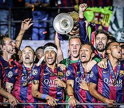 06.06.2015, Olympia Stadion, Berlin, GER, UEFA CL, Juventus Turin vs FC Barcelona, Finale, im Bild Ivan Rakitic (FC Barcelona #4), Andres Iniesta (FC Barcelona #8), Neymar (FC Barcelona #11), Torwart Marc-Andre ter Stegen (FC Barcelona #1), Adriano (FC Barcelona #21), Rafinha (FC Barcelona #12), Gerard Pique (FC Barcelona #3) feiern mit dem Pokal nach dem Gewinn des Spiels nach dem Gewinn // Ivan Rakitic (FC Barcelona #4), Andres Iniesta (FC Barcelona #8), Neymar (FC Barcelona #11), Torwart Marc-Andre ter Stegen (FC Barcelona #1), Adriano (FC Barcelona #21), Rafinha (FC Barcelona #12), Gerard Pique (FC Barcelona #3) celebrating with the trophy after winning the title during the UEFA Champions League final match between Juventus FC and Barcelona FC at the Olympia Stadion in Berlin, Germany on 2015/06/06. EXPA Pictures &copy; 2015, PhotoCredit: EXPA/ Eibner-Pressefoto/ Sch&uuml;ler<br /> <br /> *****ATTENTION - OUT of GER*****