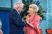 Prinses Beatrix reikt Zilveren Anjers 2017 uit