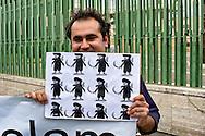 Roma, 19 Settembre  2014<br /> Manifestazione  contro  ISIS ( Stato Islamico).<br /> Uno striscione con la scritta: &quot;ISIS non &egrave; Islam&quot; esposto da un gruppo di italiani ed immigrati davanti alla Moschea Grande  di Roma, durante la preghiera del Venerdi. Manifestante  con i disegni di artisti siriani contro ISIS.<br /> Rome, 19 September 2014 <br /> Demonstration against ISIS (Islamic State). <br /> A banner with the inscription: &quot;ISIS is not Islam&quot; exhibited by a group of Italian and immigrants  in front of the Grand Mosque of Rome, during prayers on Friday. Protestor with the designs of Syrian artists against ISIS