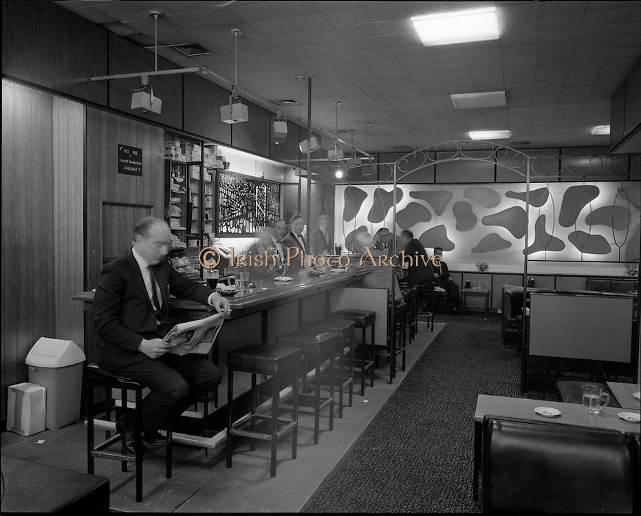 01/07/1969<br /> 07/01/1969<br /> 01 July 1969<br /> Pubs in and about Dublin. Davy Byrnes?