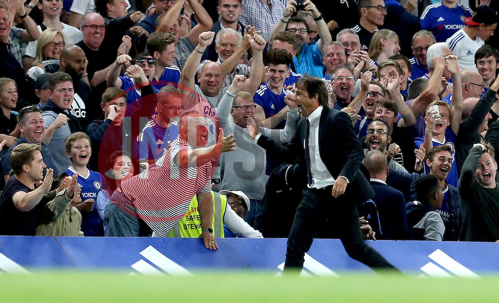 Chelsea manager Antonio Conte celebrates Diego Costa scoring a late goal - Mandatory by-line: Robbie Stephenson/JMP - 15/08/2016 - FOOTBALL - Stamford Bridge - London, England - Chelsea v West Ham United - Premier League