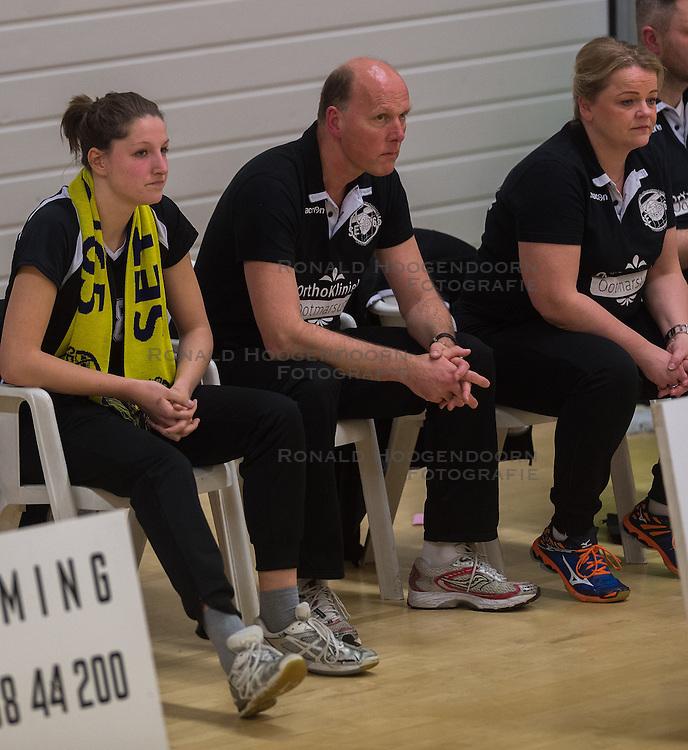 09-04-2016 NED: Coolen Alterno - Springendal Set Up 65, Apeldoorn<br /> Set Up wint met 3-2 en dat blijkt genoeg om zich te plaatsen voor de finale. / Ilse Oude Luttikhuis #8 of Set Up 65