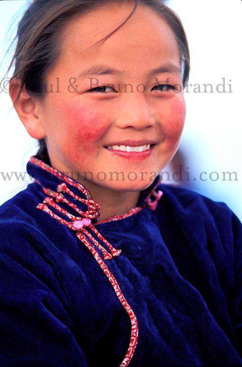 Mongolie, Province d'Arkanghaï, jeune fille nomade // Mongolia, Arkhangai province, young nomad girl