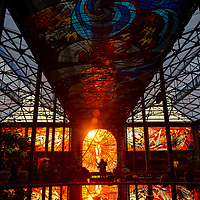 TOLUCA, Mexico.- Decenas de personas observan, durante el dia que llega el equinoccio de primavera, el fenomeno de luz que ilumina al hombre fuego del jardin Botanico del Cosmovitral. Agencia MVT / Mario Vazquez de la Torre.