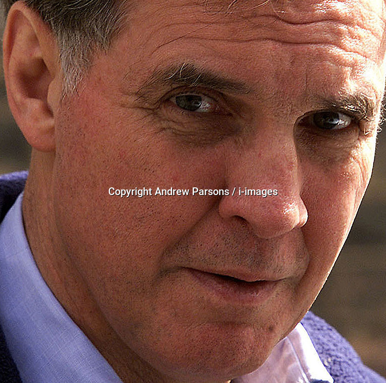 Jonathan Aitken leaving his london home, this afternoon, UK, April 21, 2000. Photo by Andrew Parsons / i-images..
