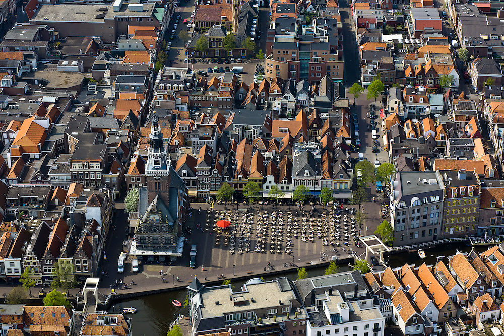 Nederland, Noord-Holland, Alkmaar, 28-04-2010; Waagplein met Waaggebouw (Waag). De plaats van de kaasmarkt is nu ingenomen door terrassen in in de zon. .Waagplein with Waaggebouw (Weighing House). The location of the cheese market is now occupied by terraces in the sun..luchtfoto (toeslag), aerial photo (additional fee required).foto/photo Siebe Swart