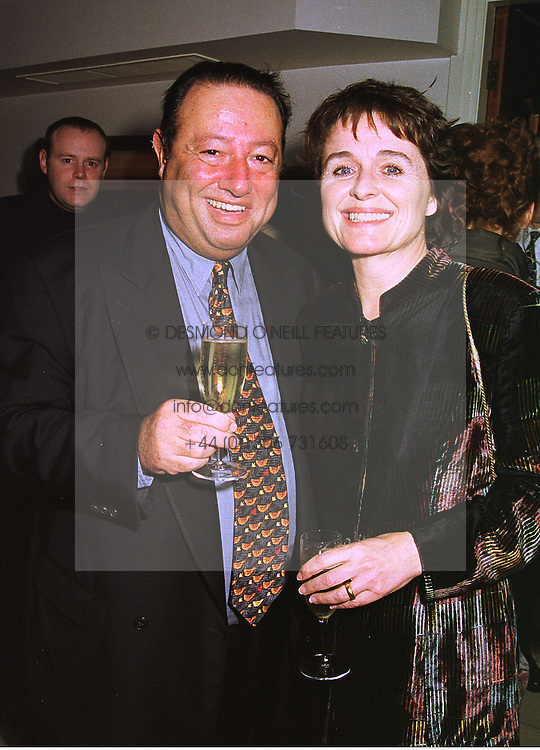 Restauranter MR LAURENCE ISAACSON and actress SINEAD CUSACK, at a party in London on 3rd November 1998.MLN 8