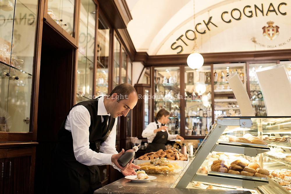 Amalfi, Italia - La storica pasticcieria Panza ad Amalfi. Panza &egrave; rinomata per i suoi dolci a livello mondiale. Molto apprezzate sono le &quot;scorzette&quot; di arancia.<br /> Ph. Roberto Salomone