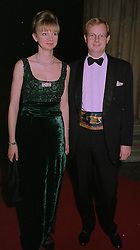 The EARL & COUNTESS OF DERBY at an exhibition in London on 1st October 1997.MBU 59