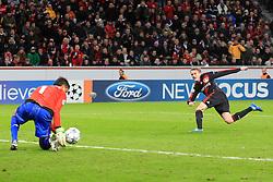 19.10.2011, BayArena, Leverkusen, GER, UEFA CL, Gruppe E, Bayer Leverkusen (GER) vs Valencia CF (ESP), im Bild.Chance für Andre Schürrle (Leverkusen #9) (R) gegen Diego Alves (Torwart Valencia) (L)..// during the UEFA CL, group E, Bayer 04 Leverkusen (GER) vs Valencia CF (ESP) on 2011/10/19, at BayArena, Leverkusen, Germany. EXPA Pictures © 2011, PhotoCredit: EXPA/ nph/  Mueller       ****** out of GER / CRO  / BEL ******