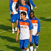 NLD/Katwijk/20100809 - Training van het Nederlands elftal, Otman Bakkal en Urby Emanuelson