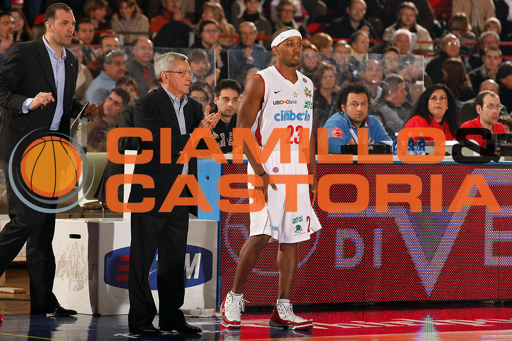 DESCRIZIONE : Varese Lega A1 2007-08 Cimberio Varese La Fortezza Virtus Bologna<br /> GIOCATORE : Veljko Mrsic Valerio Bianchini Tierre Brown<br /> SQUADRA : Cimberio Varese<br /> EVENTO : Campionato Lega A1 2007-2008<br /> GARA : Cimberio Varese La Fortezza Virtus Bologna<br /> DATA : 16/12/2007<br /> CATEGORIA : Ritratto<br /> SPORT : Pallacanestro<br /> AUTORE : Agenzia Ciamillo-Castoria/G.Cottini<br /> Galleria : Lega Basket A1 2007-2008<br /> Fotonotizia : Varese Campionato Italiano Lega A1 2007-2008 Cimberio Varese La Fortezza Virtus Bologna<br /> Predefinita :