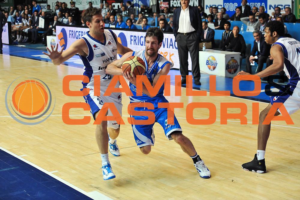 DESCRIZIONE : Gara 4 PlayOff Lenovo Pallacanestro Cant&ugrave; - Banco di Sardegna Dinamo Sassari<br /> GIOCATORE : Drake Diener<br /> CATEGORIA : Palleggio Penetrazione<br /> SQUADRA :  Banco di Sardegna Dinamo Sassari<br /> EVENTO : PlayOff<br /> GARA : Lenovo Pallacanestro Cant&ugrave; - Banco di Sardegna Dinamo Sassari<br /> DATA : 15/05/2013<br /> SPORT : Pallacanestro <br /> AUTORE : Agenzia Ciamillo-Castoria / Luigi Canu<br /> Galleria : Lega Basket A 2012-2013  <br /> Fotonotizia : Gara 4 PlayOff Lenovo Pallacanestro Cant&ugrave; - Banco di Sardegna Dinamo Sassari <br /> Predefinita :
