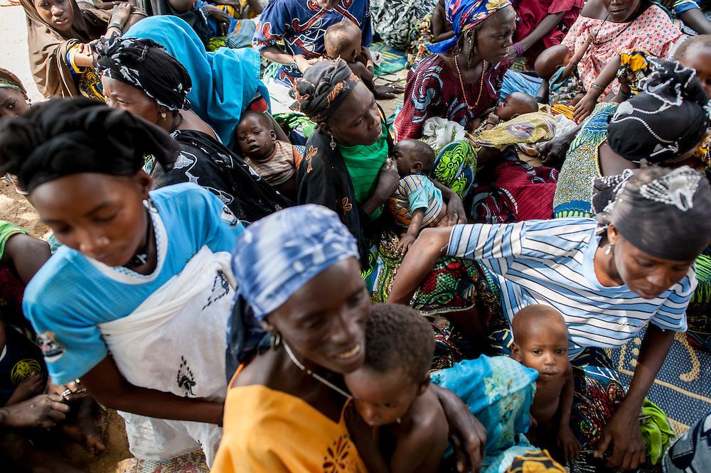 11/10/2012. Village de Kada, commune de Gangara, departement de Tanout. Niger.  Projet Nutrition à Assise Communautaire (NAC).  Crédits: CRF/Sylvain Cherkaoui