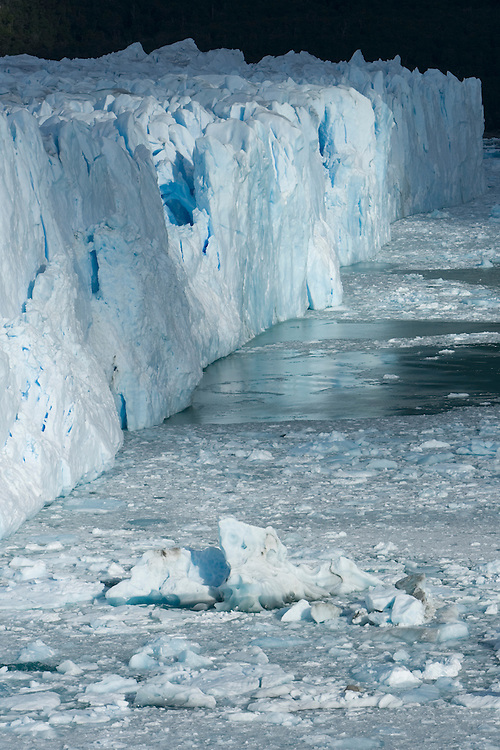 Argentina, Parque Nacional Glaciares (Glaciares National Park), Blue ice face of Perito Moreno Glacier