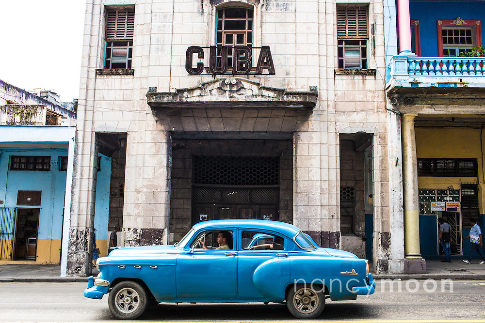 You can stand in front of this historica building for a minute and a vintage car passes by.<br />