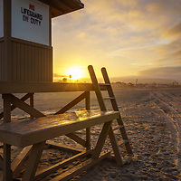 Newport Beach sunrise photo of lifeguard tower B on Balboa Peninsula. Newport Beach is a popular beach city Orange County Southern California. Photo is high resolution. Copyright ⓒ 2017 Paul Velgos with All Rights Reserved.