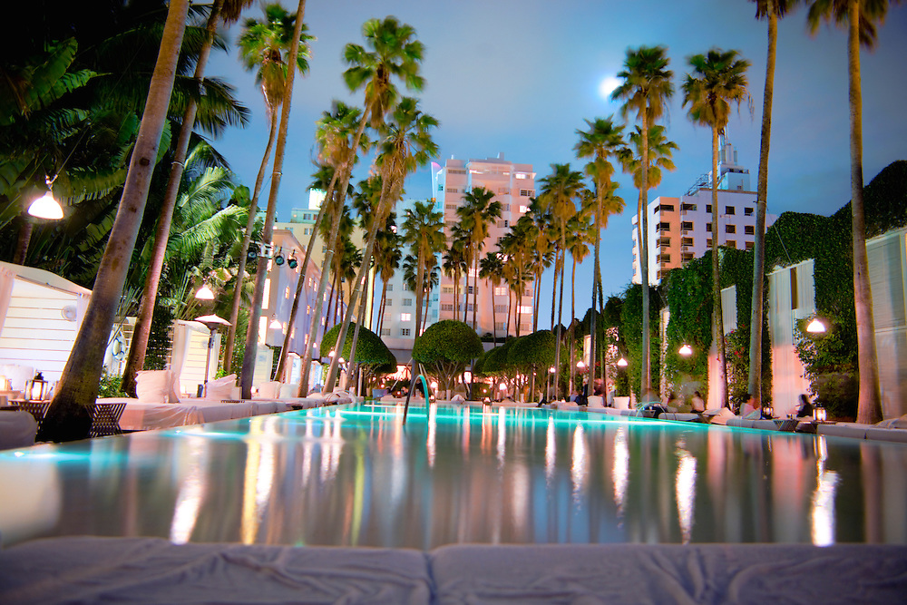 La mundialmente famosa piscina del hotel Delano, diseñado por Philippe Starck, en South Beach.
