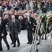 Nederland, Amsterdam , 4 mei 2015.<br /> Dodenherdenking op de Dam.<br /> Op de foto: Oud veteranen en politici tijdens de kranslegging bij het monument op de Dam<br /> Netherlands, Amsterdam, Remembrance Day 1940-1945 on the Dam Amsterdam in the presence of the king and queen.