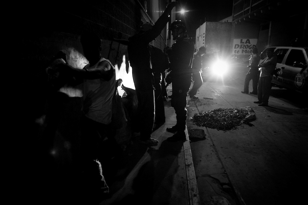 Agentes del orden detuvieron a 25 personas que se encontraban buscadas por la justicia peruana, tras intervenir a 1,278 personas en el Callao, en un gran operativo que contó con más de 300 efectivos de diferentes divisiones de la Policía Nacional del Perú