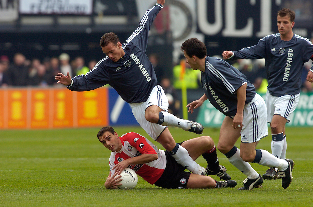 Photo: Gerrit de Heus. Rotterdam. 11/04/04..Feyenoord-Ajax. Wesley Sneijder struikelt over Anthony Lurling.