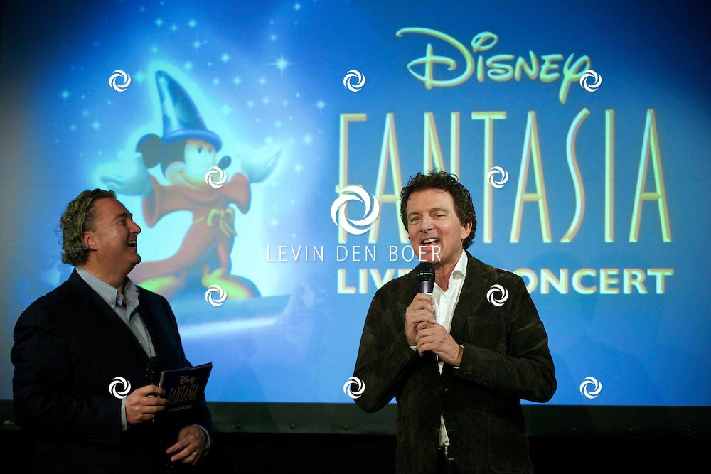 AMSTERDAM ZIGGO DOME - Op tweede kerstdag presenteert Disney in samenwerking met het Metropole orkest 'Fantasia Live in Concert'. Met hier op de foto Erwin van Lambaart en Robert ten Brink. FOTO LEVIN DEN BOER - PERSFOTO.NU