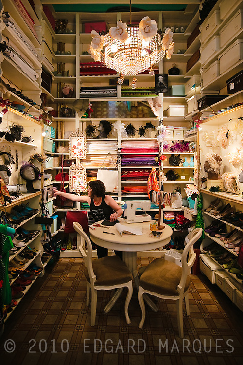 Ioli, tienda de calzados, sombreros y accesorios hechos a mano.