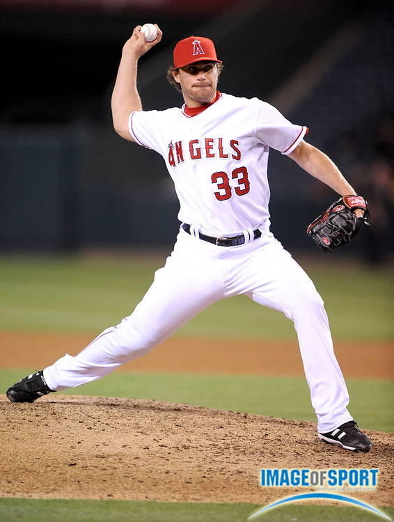 Apr 30, 2007; Anaheim, CA, USA; Los Angeles Angels reliever Justin Speier (33) pitches in the ninth inning of 6-1 victory over the Oakland Athletics at Angel Stadium. Mandatory Credit: Kirby Lee/Image of Sport-US PRESSWIRE