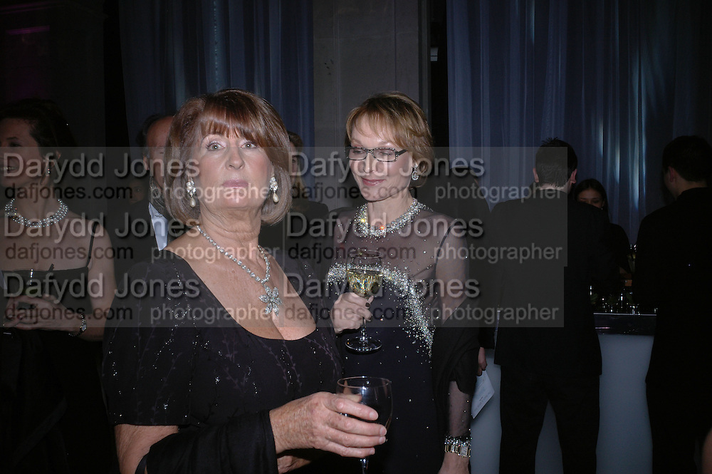 Lady Annabel Goldsmith and Lady Victoria Getty . The Black and White Winter Ball. Old Billingsgate. London. 8 February 2006. -DO NOT ARCHIVE-© Copyright Photograph by Dafydd Jones 66 Stockwell Park Rd. London SW9 0DA Tel 020 7733 0108 www.dafjones.com