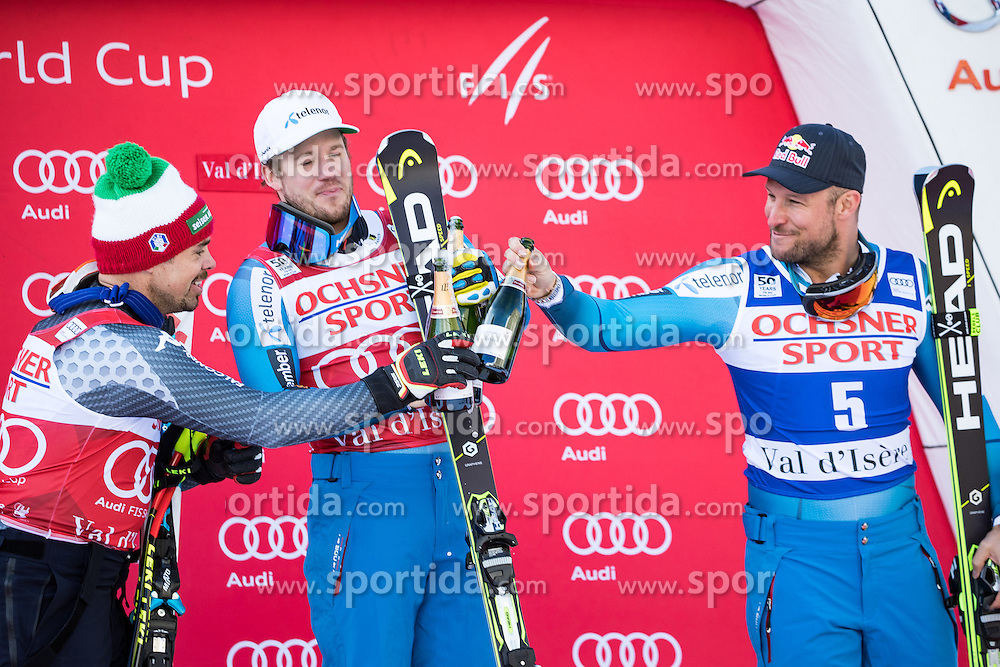 03.12.2016, Val d Isere, FRA, FIS Weltcup Ski Alpin, Val d Isere, Abfahrt, Herren, Siegerpräsentation, im Bild Peter Fill (ITA, 2. Platz), Kjetil Jansrud (NOR, 1. Platz), Aksel Lund Svindal (NOR, 3. Platz) // f.l.t.r. second placed Peter Fill of Italy, race winner Kjetil Jansrud of Norway, third placed Aksel Lund Svindal of Norway during the winner presentation for the men's downhill of the Val d Isere FIS Ski Alpine World Cup.. Val d'Isere, France on 2016/12/03. EXPA Pictures © 2016, PhotoCredit: EXPA/ Johann Groder