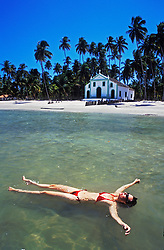 Recife, Pernambuco, Brasil. 03.jan.2003.Banho de sol - Praia de Carneiros./ Sunbathing, swimming. Carneiros Beach..Foto © Marcos Issa/Argosfoto