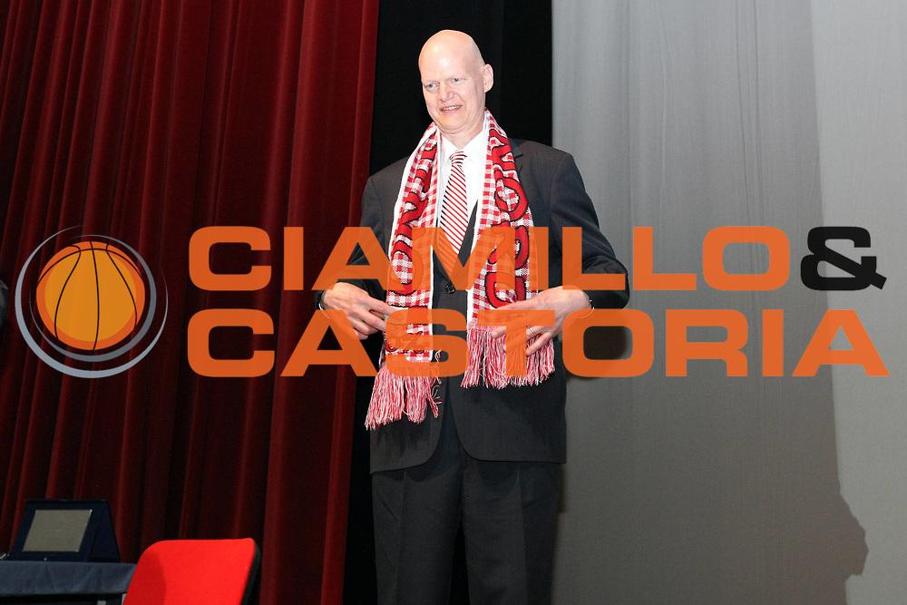 DESCRIZIONE : Varese Bob Morse premiato con la cittadinanza onoraria di Varese<br /> GIOCATORE : Bob Morse<br /> SQUADRA : <br /> EVENTO : Campionato Lega A 2008-2009 <br /> GARA : Bob Morse premiato con la cittadinanza onoraria di Varese<br /> DATA : 25/05/2009<br /> CATEGORIA : Ritratto Premiazione<br /> SPORT : Pallacanestro <br /> AUTORE : Agenzia Ciamillo-Castoria/G.Cottini<br /> Galleria : Lega Basket A1 2008-2009 <br /> Fotonotizia : Varese Bob Morse premiato con la cittadinanza onoraria di Varese<br /> Predefinita :