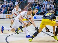 ROTTERDAM  - Nicky Leijs (Adam) met Noud Schoenaker (Den Bosch)  .  finale NK  zaalhockey hoofdklasse, Den Bosch H1-Amsterdam H1 (2-5) .   COPYRIGHT  KOEN SUYK