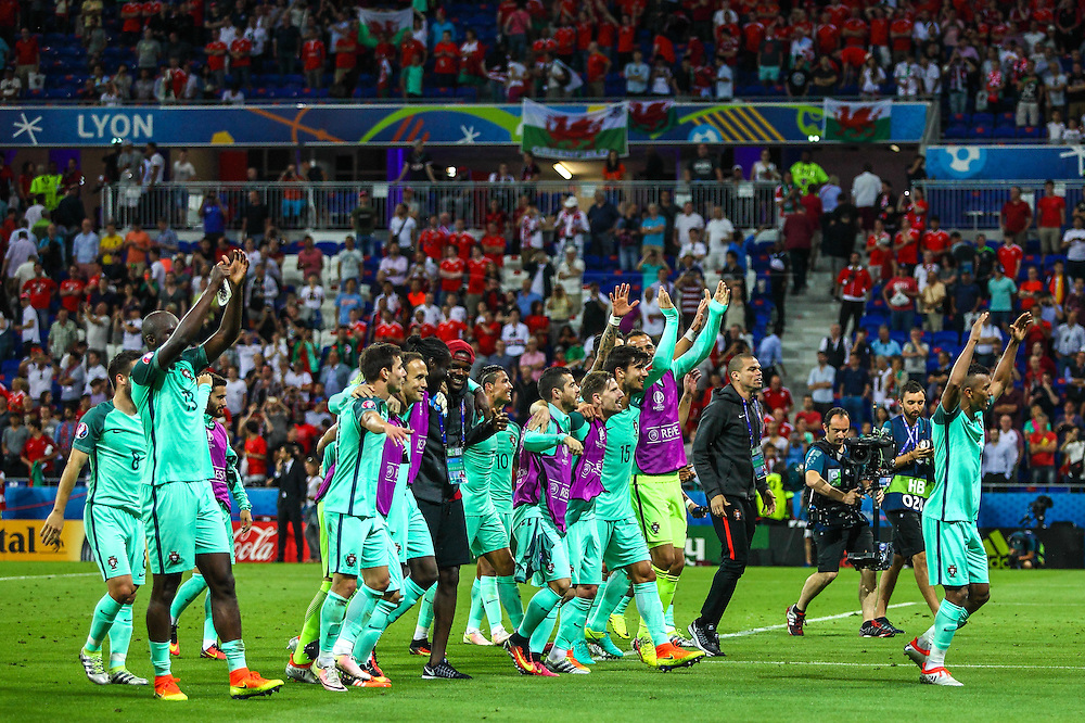 LYON, FRANCE, 06.07.2016 - PORTUGAL- WALES - Players Portugal in match against Wales, valid for the semifinals of Euro 2016 at the Grand Stade de Decines-Charpieu near Lyon, France, on this Wednesday ( 6).