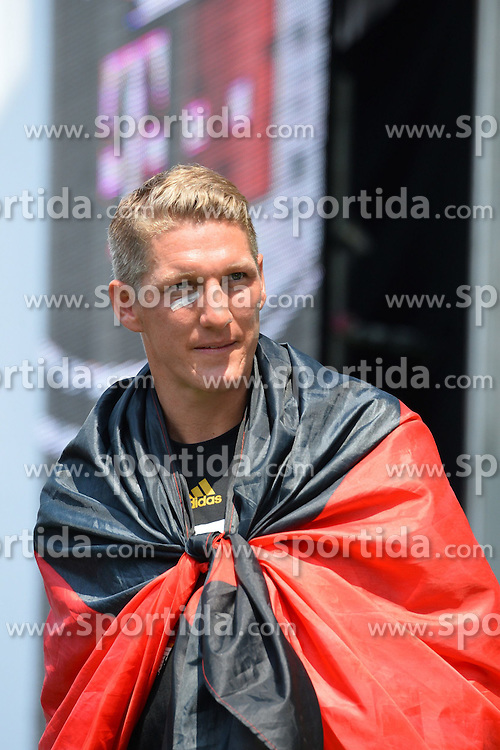 15.07.2014, Brandenburger Tor, Berlin, GER, FIFA WM, Empfang der Weltmeister in Deutschland, Finale, im Bild Bastian Schweinsteiger (GER) schwer gezeichnet // during Celebration of Team Germany for Champion of the FIFA Worldcup Brazil 2014 at the Brandenburger Tor in Berlin, Germany on 2014/07/15. EXPA Pictures © 2014, PhotoCredit: EXPA/ Eibner-Pressefoto/ Harzer  *****ATTENTION - OUT of GER*****