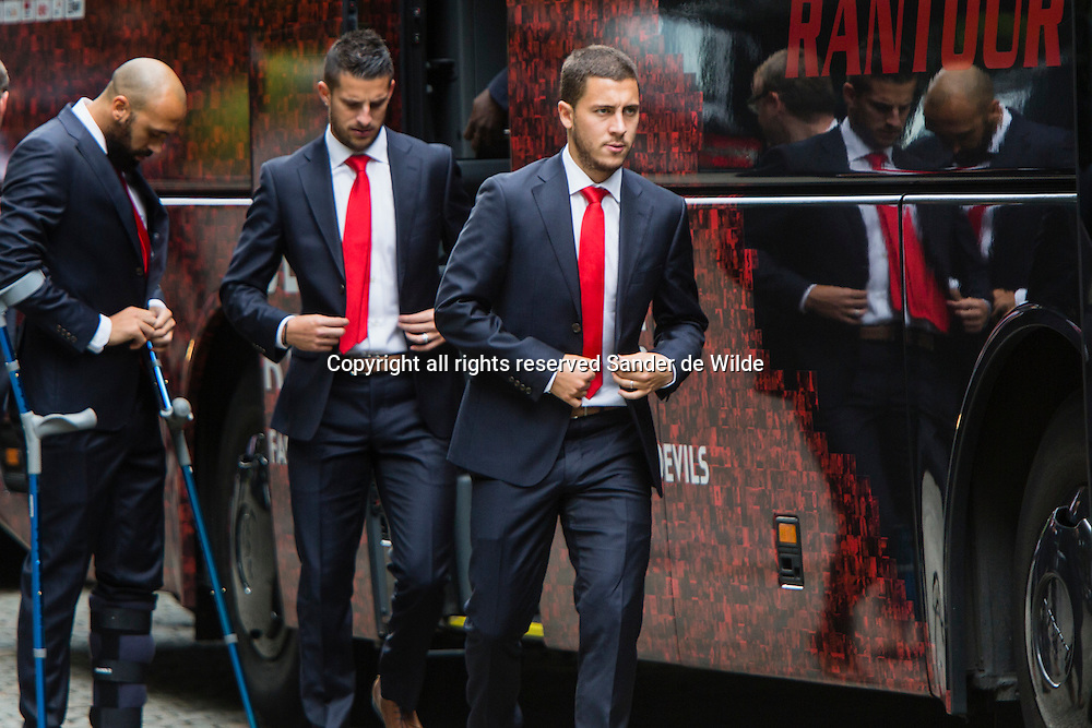 Rode Duivels ontvangst op het Koninklijk Paleis door koning Filip en koningin Mathilde. spelers verlaten de bus
