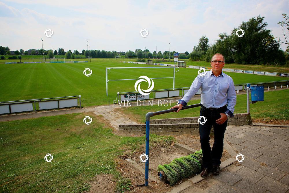BRAKEL - De heer Bennie van Veen bij VV Brakel. FOTO LEVIN DEN BOER - PERSFOTO.NU