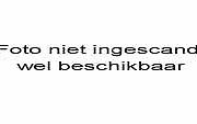 Dhr. Glebbeek staat met Mecanno in de Komart van de Phohiflat in Huizen